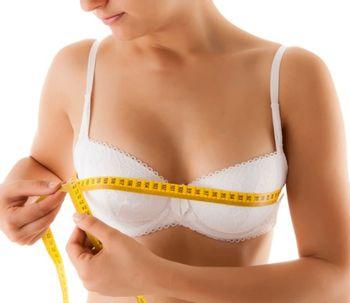 Las grandes ventajas de una reducción mamaria