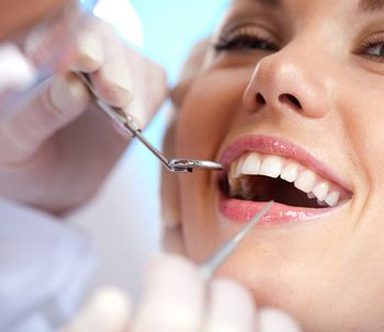 ¿Cómo funciona el blanqueamiento dental fotodinámico?