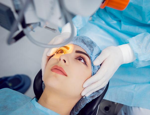 ¿Cómo se realiza la cirugía láser de ojos?